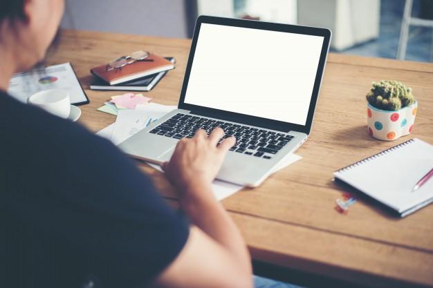 オンラインとリアルとでは、どちらが効果的に英語を学べるか?